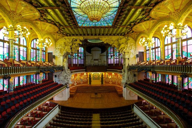 1024px-Palau_de_la_Música_Catalana,_the_Catalan_Concert_Hall